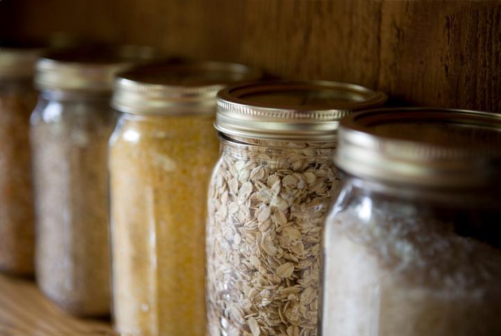 Чим вивести моль на кухні народними засобами. Харчова моль і як її вивести