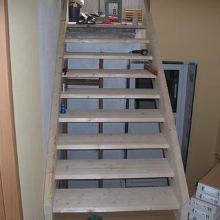 Кріплення деревяних ступенів. Як сходові сходинки кріпляться до тятив