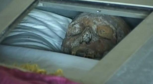 Ноги на стіл! неймовірні пригоди мумії котовського. котовський бив усіх, хто насміхався над його заїканням
