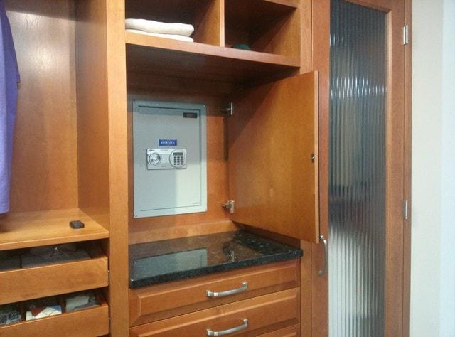 Як вибрати сейф для квартири. Під замком: як вибрати сейф для будинку або квартири сейфи на підставці або коліщатках