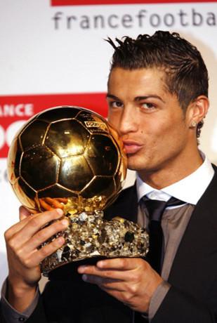 Луїс роналдо, футболіст: біографія, спортивна карєра. Кріштіану роналду: біографія, особисте життя, сімя, дружина, діти-фото