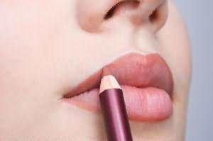 До чого сниться фарбуватися рожевою помадою. До чого сниться фарбувати губи уві сні