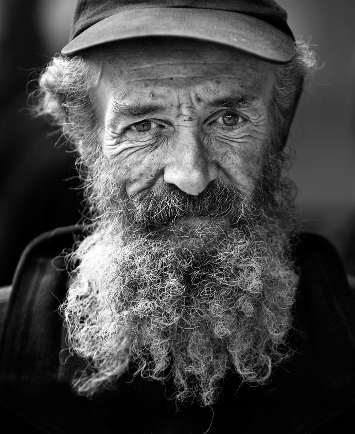 Сонник покійний дідусь тримає за руку. До чого може сниться покійний дідусь