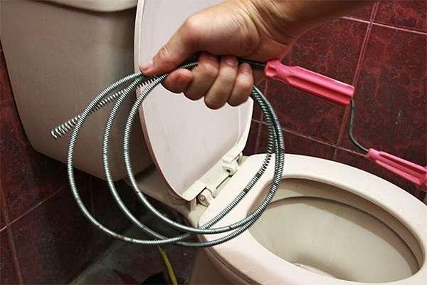 Очищення труб від засмічення сильного. Усунення засмічень в каналізації, прочищення труб своїми руками
